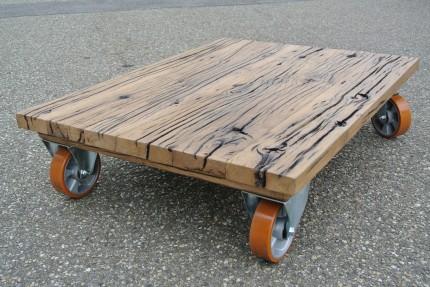 Salontafel van oud eiken wagondelen